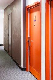 czerwone drzwi
